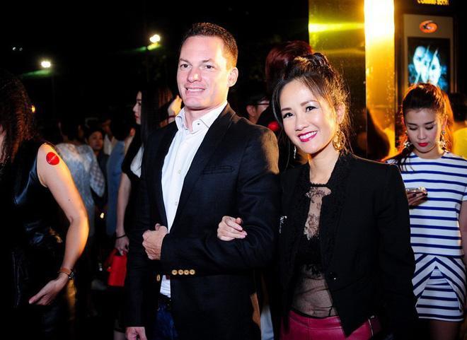 Diva Hồng Nhung bất ngờ ly hôn với chồng Tây sau 8 năm gắn bó